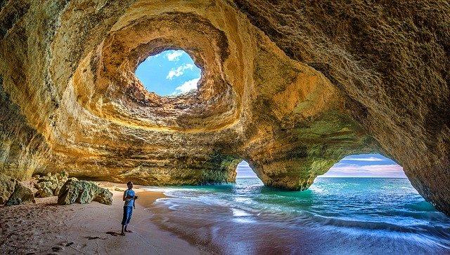muž v jeskyni