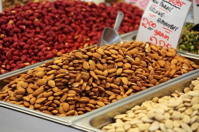 semínka a ořechy na trhu