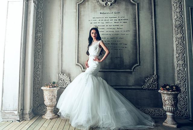 bílé šaty.jpg