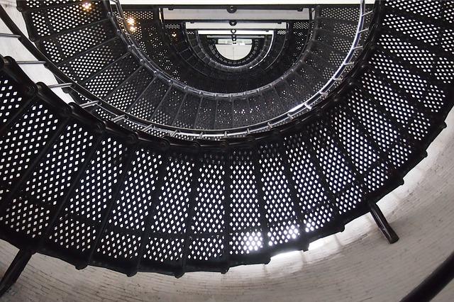 kovové točité schodiště.jpg