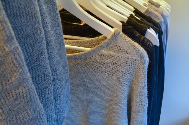 Oblečení ve skříni.jpg