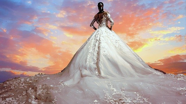 luxusní svatební šaty