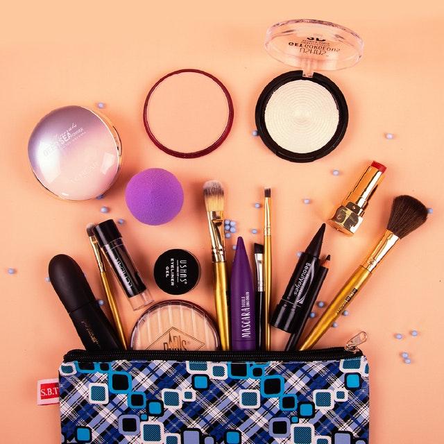 Kosmetika v taštičce.jpg