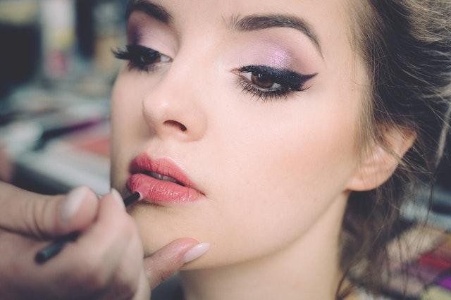 Nanášení kosmetiky.jpg